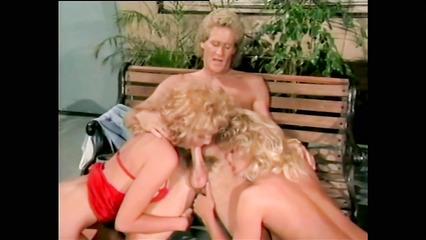 Ретро секс с блондинистми потаскушками
